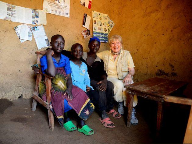 Margit Sponheimer besucht Kinderfamilien in Ruanda