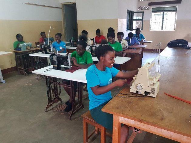 Besondere Förderung von jungen Mädchen und Frauen im Berufs- und Ausbildungszentrum Kamuli