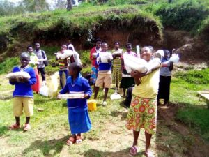 Erste Hilfslieferungen für Kinderfamilien in Ruanda